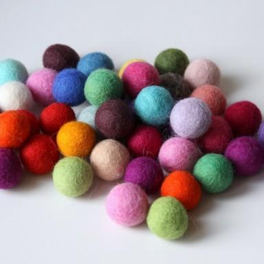 najs-design-porcelain-kulicka-ball-felt-tereza-severynova-04