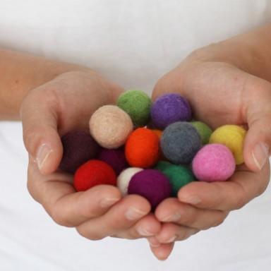 najs-design-porcelain-kulicka-ball-felt-tereza-severynova-05