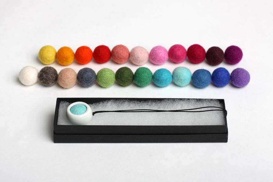najs-design-porcelain-kulicka-ball-felt-tereza-severynova-08