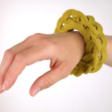 najs-felt-bracelet-structure-tereza-severynova-01