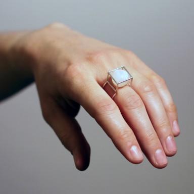 najs-gabion-silver-stone-ring-tereza-severynova-01